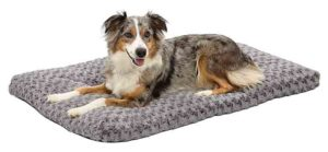 MidWest Homes for Pets Deluxe Super Plush Bed Photo